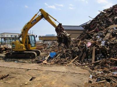 山木工業で行ったことは瓦礫の撤去・道路の修復・建物の応急対策、診断、復旧等です。