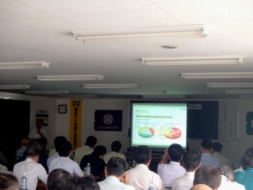 山木工業環境保全対策としてのエコドライブ講演の様子