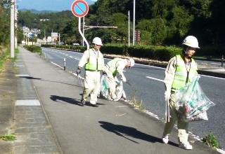 環境美化に対するモラルの向上を図るため、全市民の協力を得た一斉清掃活動を実施